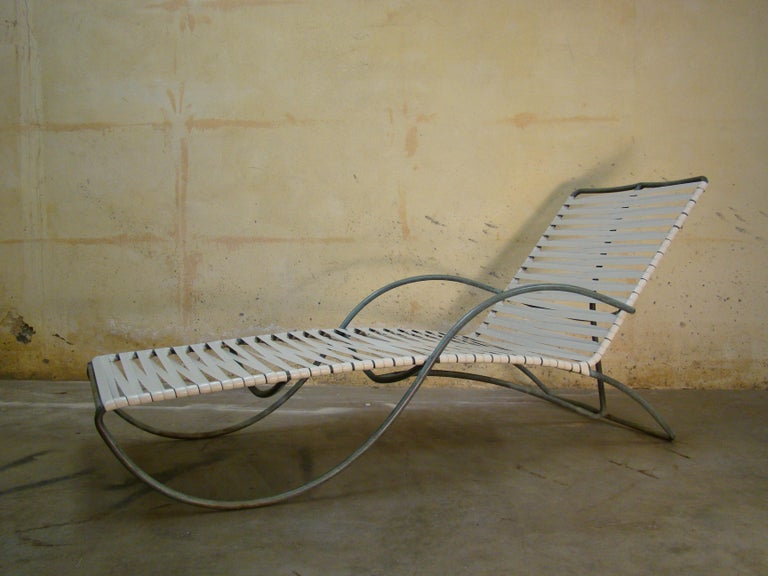 Chaise Lounge '#1' by Walter Lamb for Brown-Jordan Outdoor in Bronze Tubing For Sale 1