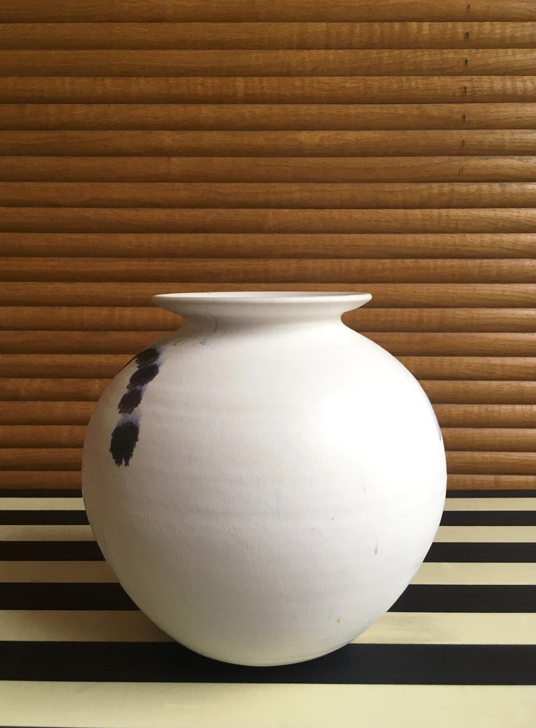 Chalk White Danish Modern Ceramic Vase by Karsten Nielsen, 1980s In Good Condition In Copenhagen, DK