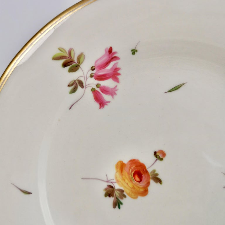 Chamberlains Worcester Porcelain Plate, White with Flowers Victorian, circa 1846 In Good Condition In London, GB
