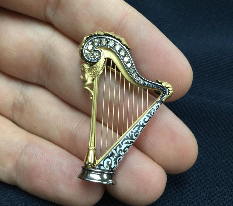 Champagne Diamond Enamel 18 Karat Yellow Gold Harp Brooch In New Condition For Sale In Bangkok, TH