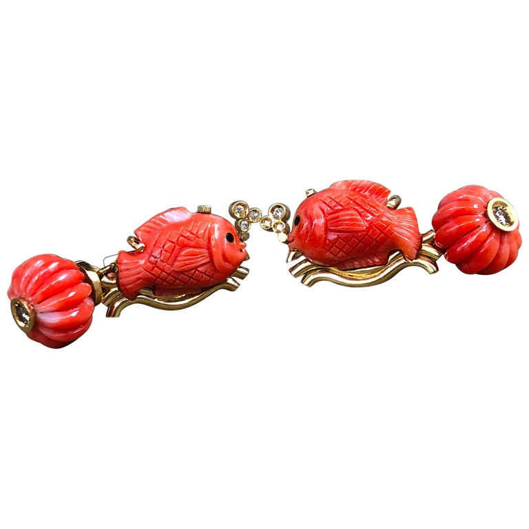 Champagne Diamond Hand-Inlaid Hand Carved Coral Fish Shaped 18Kt Gold Cufflinks 1
