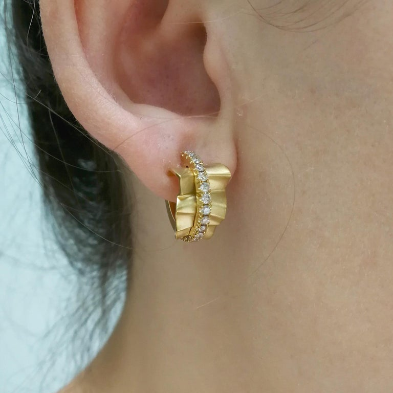 Champagne Diamonds 18 Karat Yellow Gold Pret-a-Porter Earrings For Sale 5