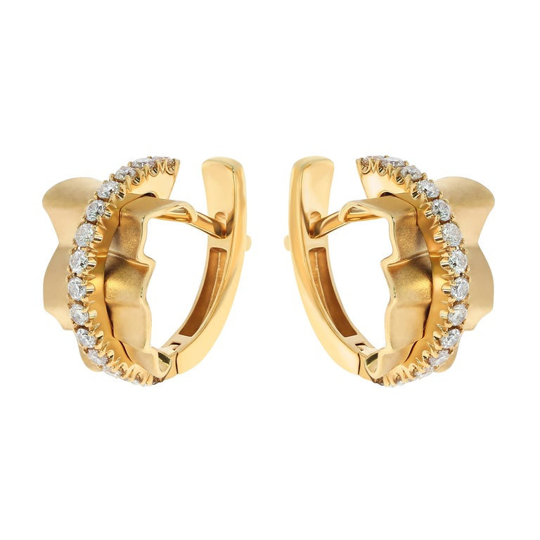 Champagne Diamonds 18 Karat Yellow Gold Pret-a-Porter Earrings Earrings from Pret-a-Porter collection are the elegance of fabrics. These Earring are made as if of silk, which is pretty crumpled under the pressure of shiny 28 Champagne Diamonds.