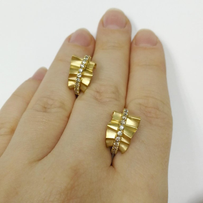 Champagne Diamonds 18 Karat Yellow Gold Pret-a-Porter Earrings In New Condition For Sale In Bangkok, TH