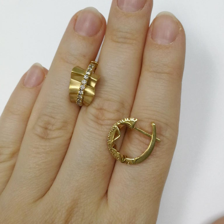 Women's Champagne Diamonds 18 Karat Yellow Gold Pret-a-Porter Earrings For Sale