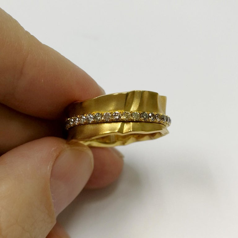 Contemporary Champagne Diamonds 18 Karat Yellow Gold Pret-a-Porter Ring For Sale