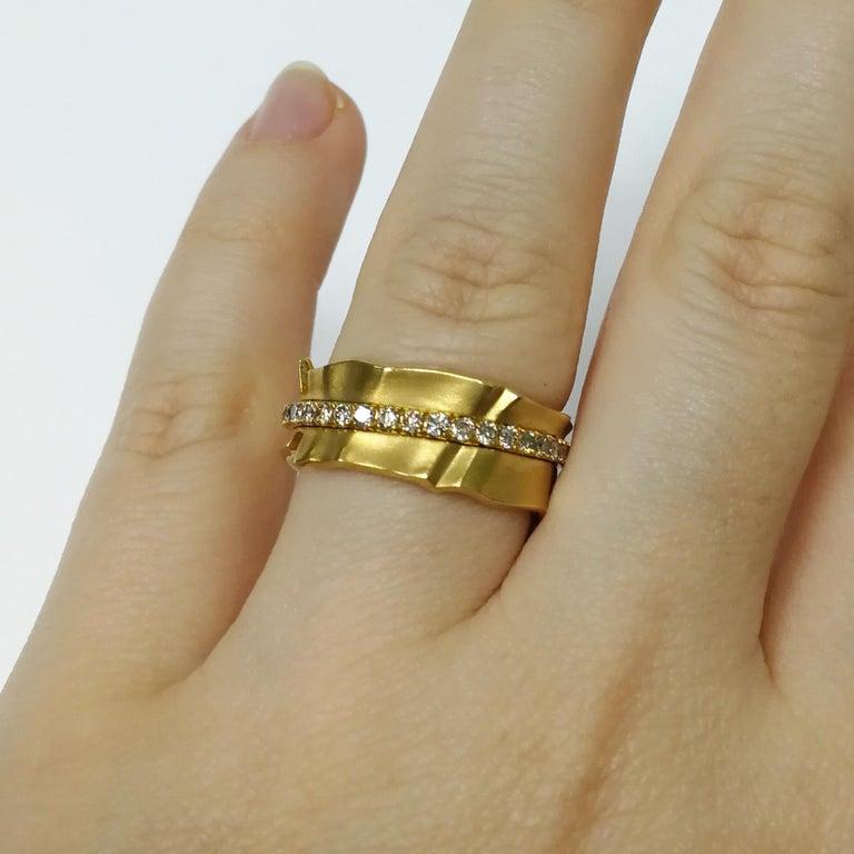 Champagne Diamonds 18 Karat Yellow Gold Pret-a-Porter Ring For Sale 2