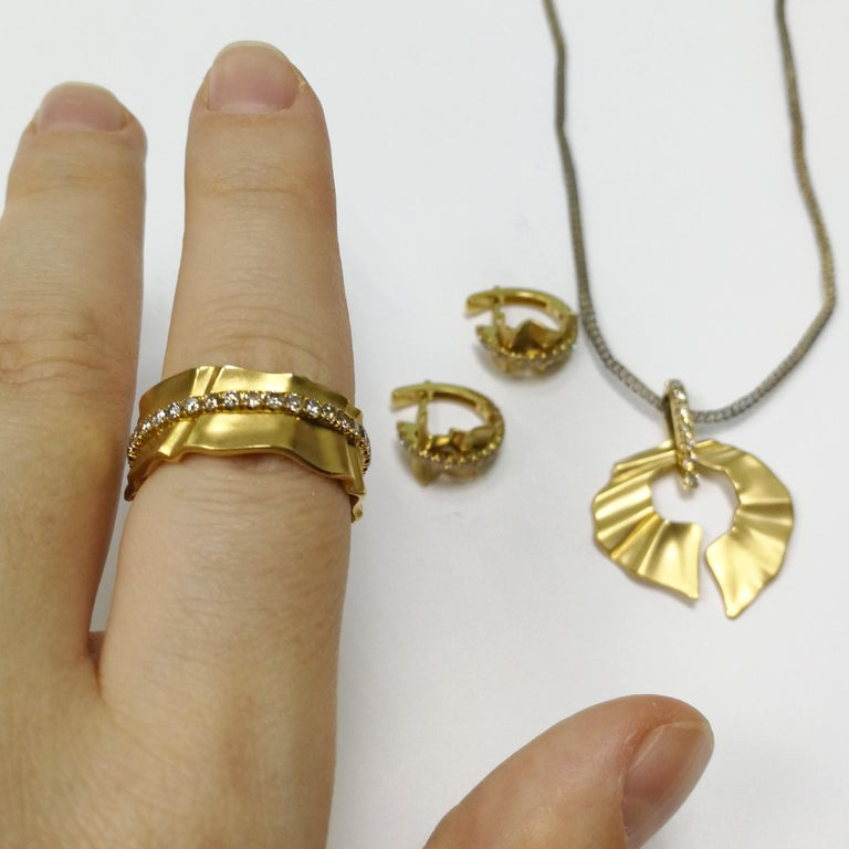 Champagne Diamonds 18 Karat Yellow Gold Pret-a-Porter Ring For Sale 4
