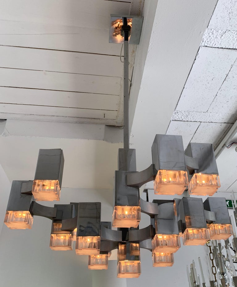Chandelier or ceiling pendant light by the designer Gaetano Sciolari. The most iconic model of Sciolari in a seventeen lights version. Metal chrome cube and Lucite diffusor. The light depends on the bulbs used. Fully rewired. Can be adjustable in