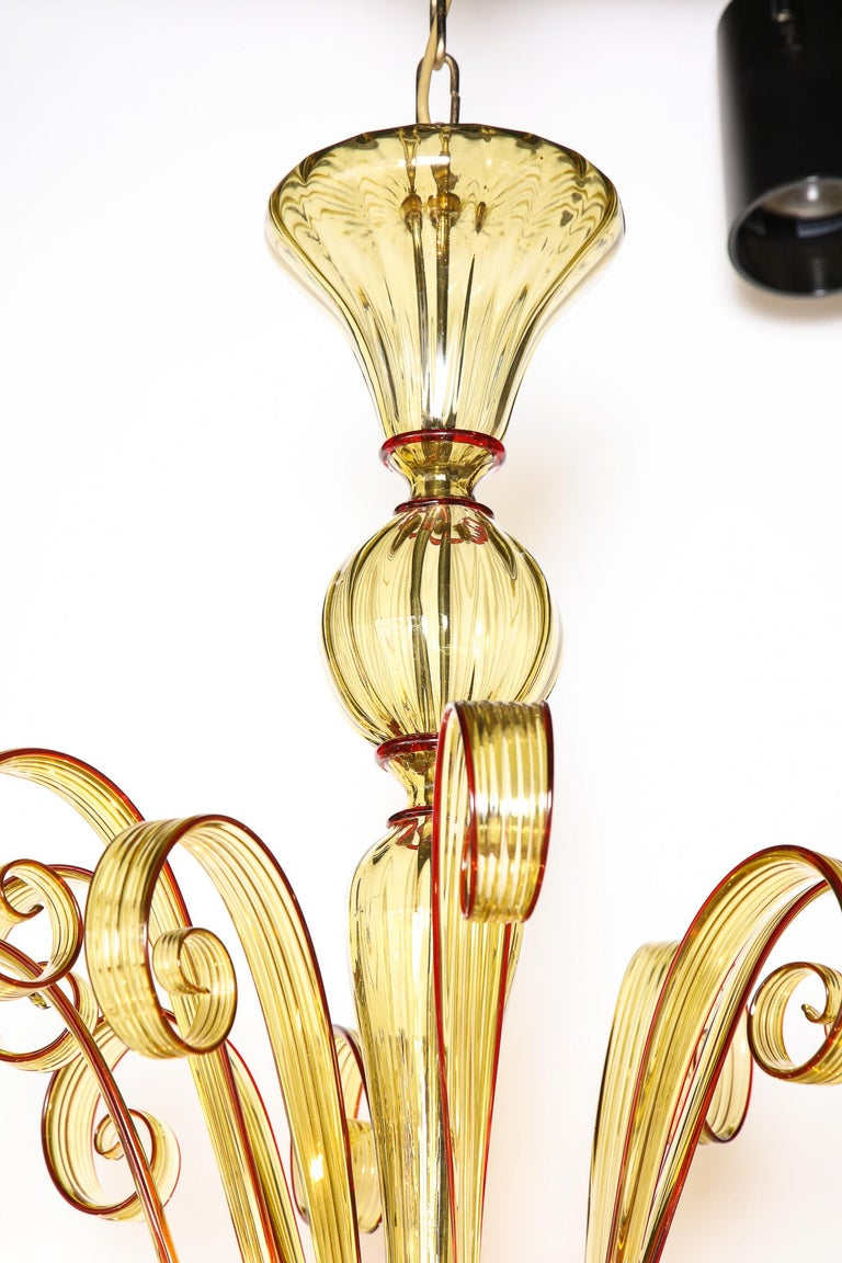 Venetian Gold Glass Chandelier with Red Details, Italy, 8 Arms In New Condition For Sale In New York, NY