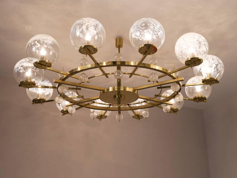 Mid-Century Modern Chandelier in Brass and Art-Glass Spheres For Sale