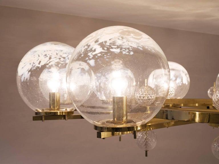 Chandelier in Brass and Art-Glass Spheres In Good Condition In Waalwijk, NL