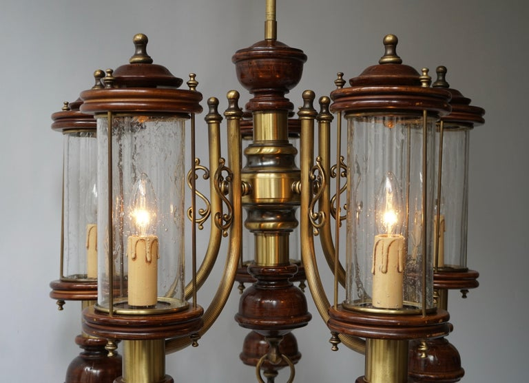 Chandelier is Glass, Brass and Wood In Good Condition For Sale In Antwerp, BE