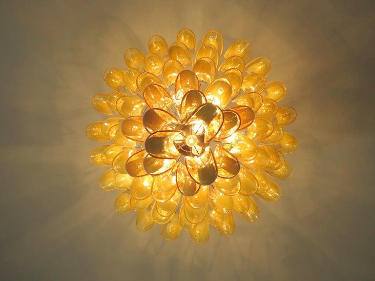 Chandelier Mazzega Murano, Italy  - 85 caramel lattimo glass petals In Good Condition In Gaiarine Frazione Francenigo (TV), IT