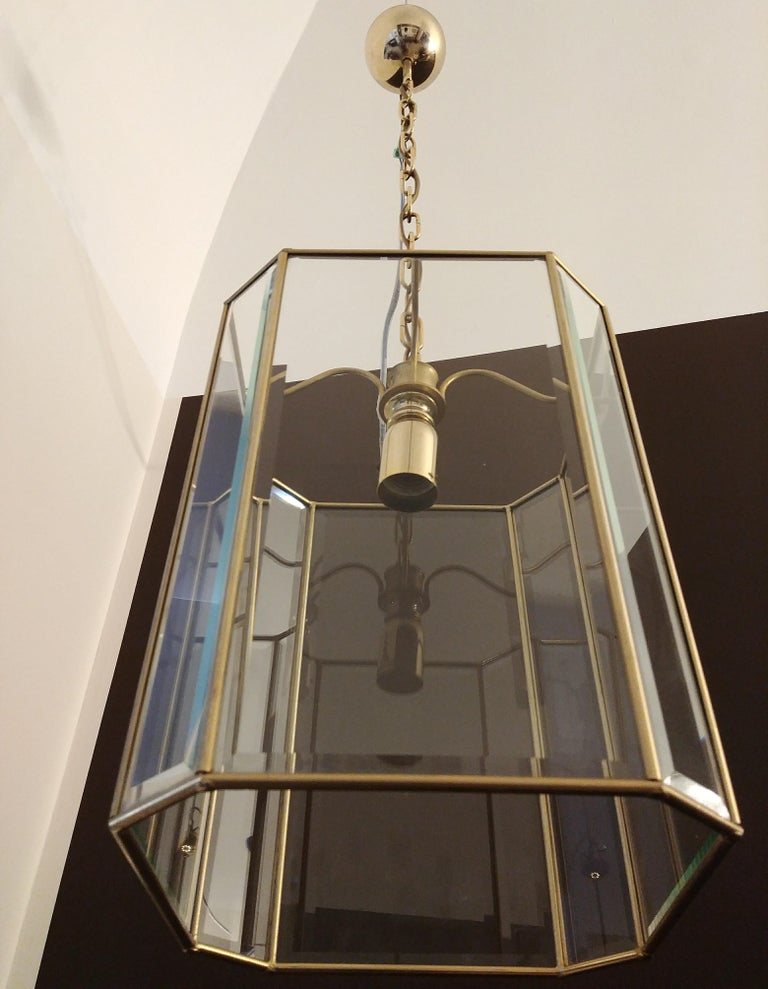 Elegant one-light chandelier in brass and cut glass, Italian production, of excellent manufacture, 1970s.