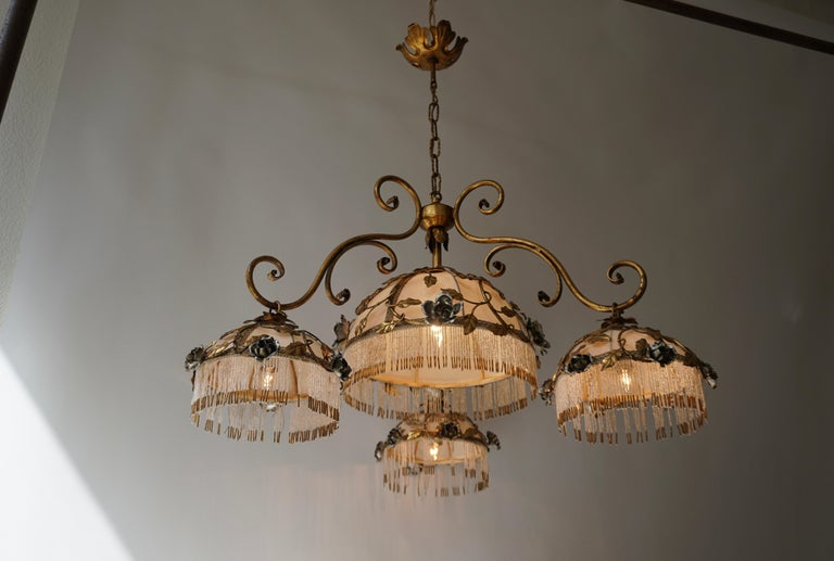 Chandelier with Brass Leaves and Silver Colored Roses In Good Condition For Sale In Antwerp, BE