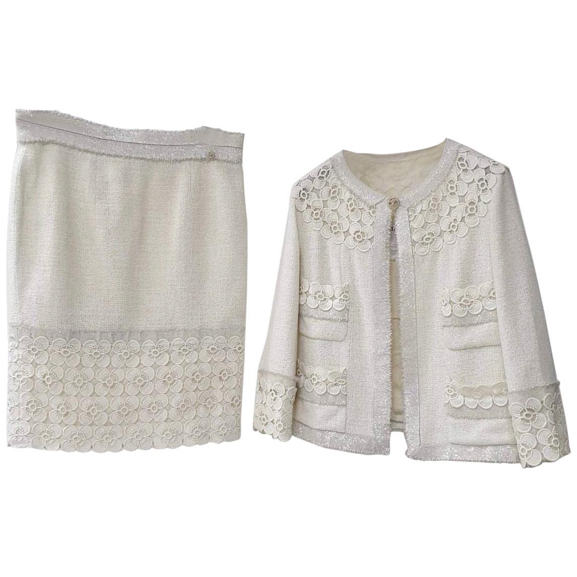 Chanel 11C ECRU TWEED LACE CAMELLIA GOLD CC logo Button Jacket Skirt Suit