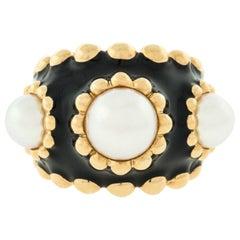 Chanel 18 Karat Yellow Gold Pearl Black Enamel Ladies Designer Ring