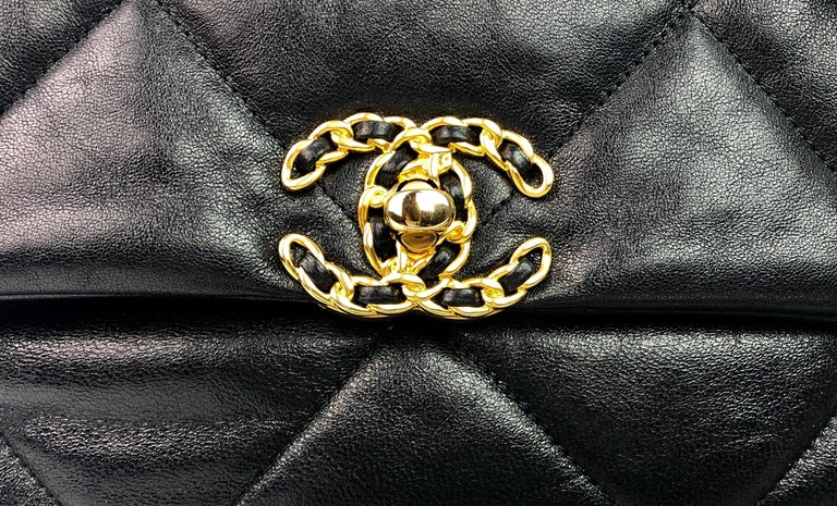 Chanel 19 Flap Bag 20s Black Goatskin  In Excellent Condition For Sale In Miami, FL