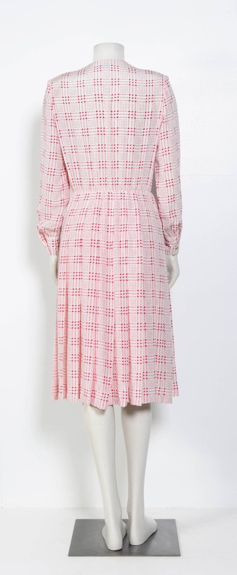 Women's or Men's Chanel printed white & pink silk dress with matching scarf For Sale