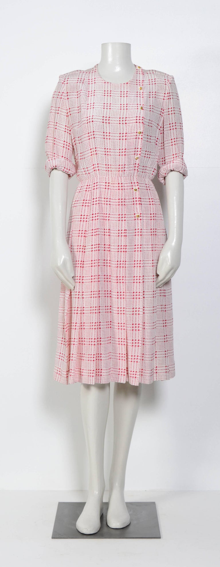 Chanel printed white & pink silk dress with matching scarf For Sale 1