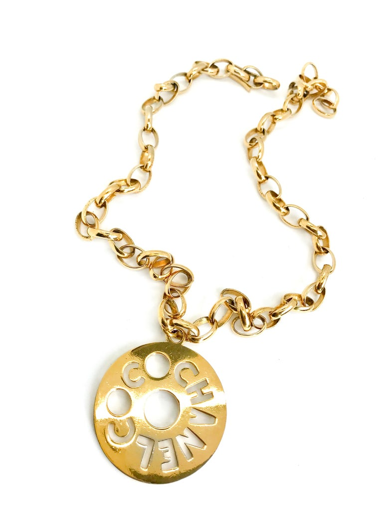 Chanel 1980s Vintage Gold Plated Pendant Necklace / Belt For Sale 3