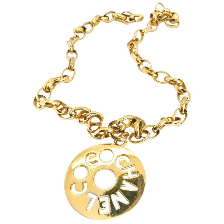 Chanel 1980s Vintage Gold Plated Pendant Necklace / Belt For Sale