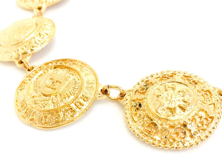 Chanel 1980s Vintage Medallion Necklace In Good Condition For Sale In London, GB