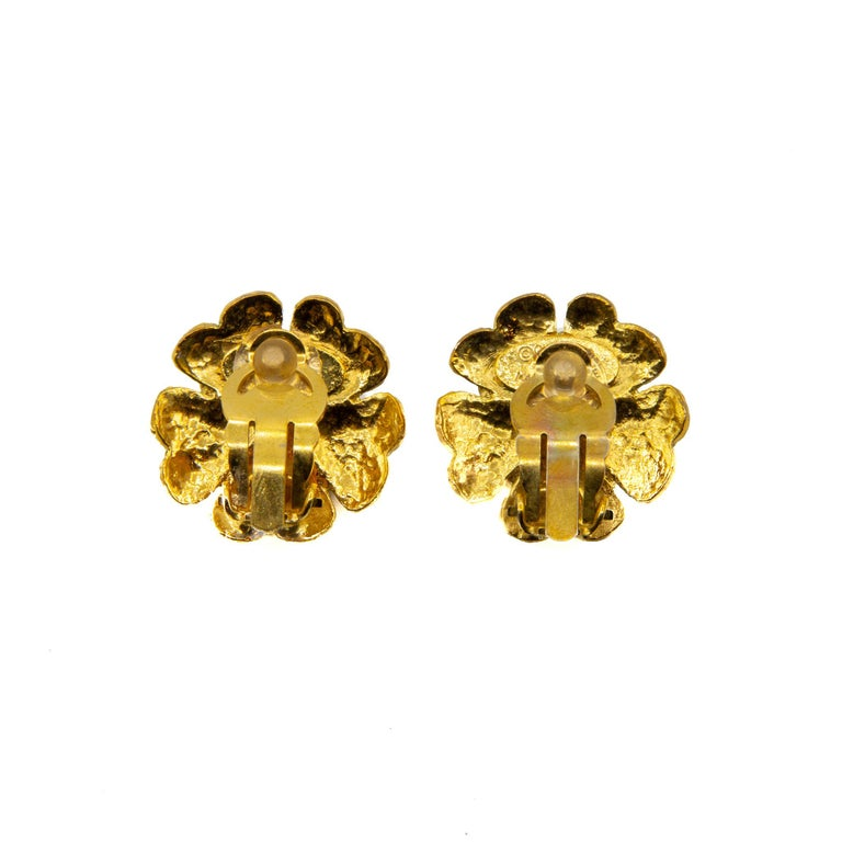 Chanel 1990s Collection 29 Gilt metal Clip-on earrings. Flower stylised earrings featuring small faux pearl in the centre. This piece carries the Chanel authenticity plaque. Provenience France.