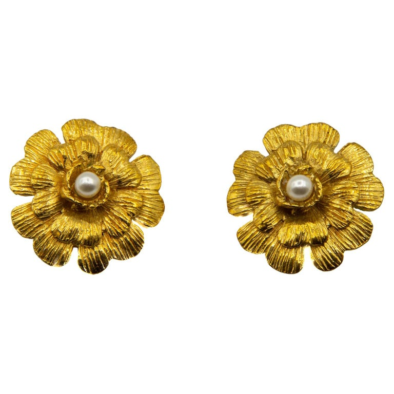 Chanel 1990s Collection 29 Floral Gilt Metal Clip-on Earrings For Sale
