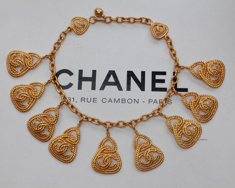 Women's CHANEL 1990s Gilted metal necklace with openworked CC pendants For Sale