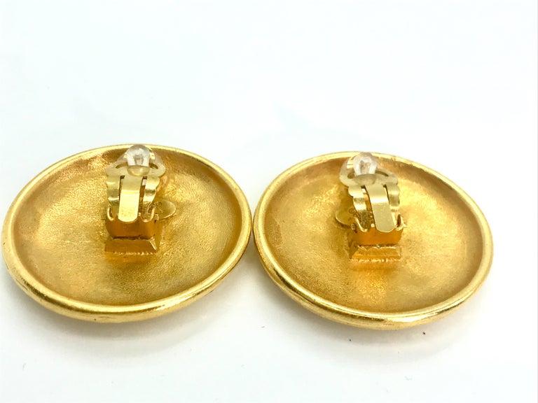 Women's or Men's Chanel 1990s Vintage Clip on Earrings For Sale