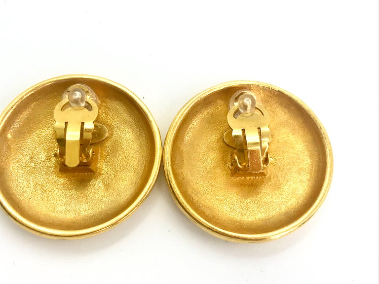Chanel 1990s Vintage Clip on Earrings For Sale 1