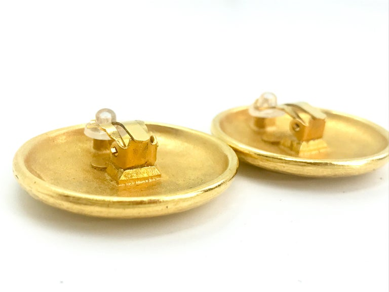 Chanel 1990s Vintage Clip on Earrings For Sale 2