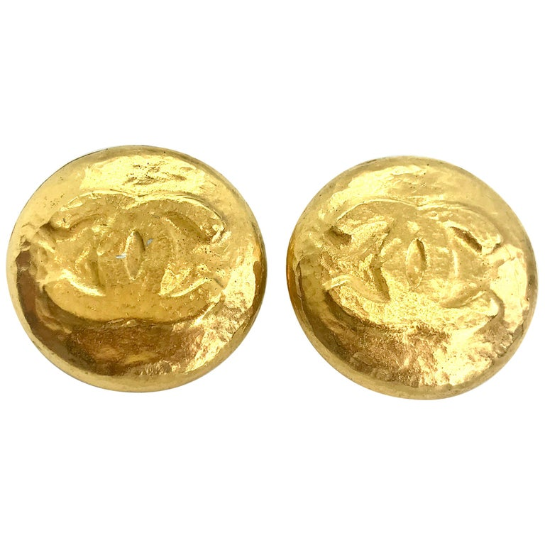 Chanel 1990s Vintage Clip on Earrings For Sale