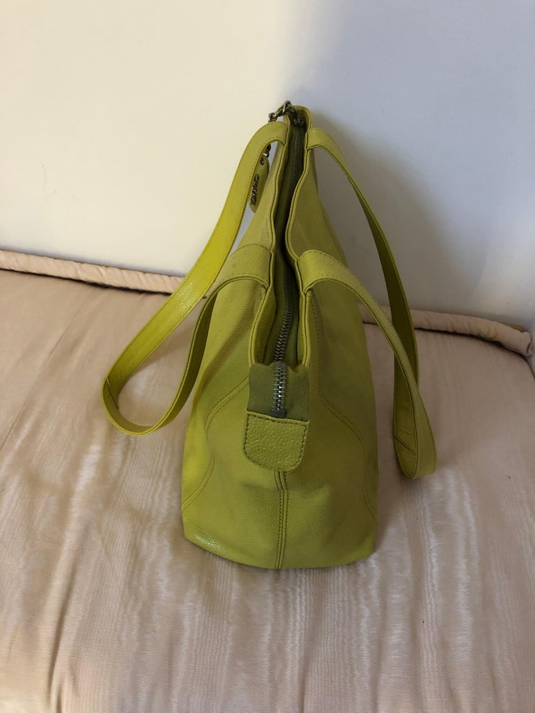 Chanel 1996/97 Olive Yellow Coco Mark Caviar Tote serial #4707548 In Excellent Condition For Sale In Port Hope, ON