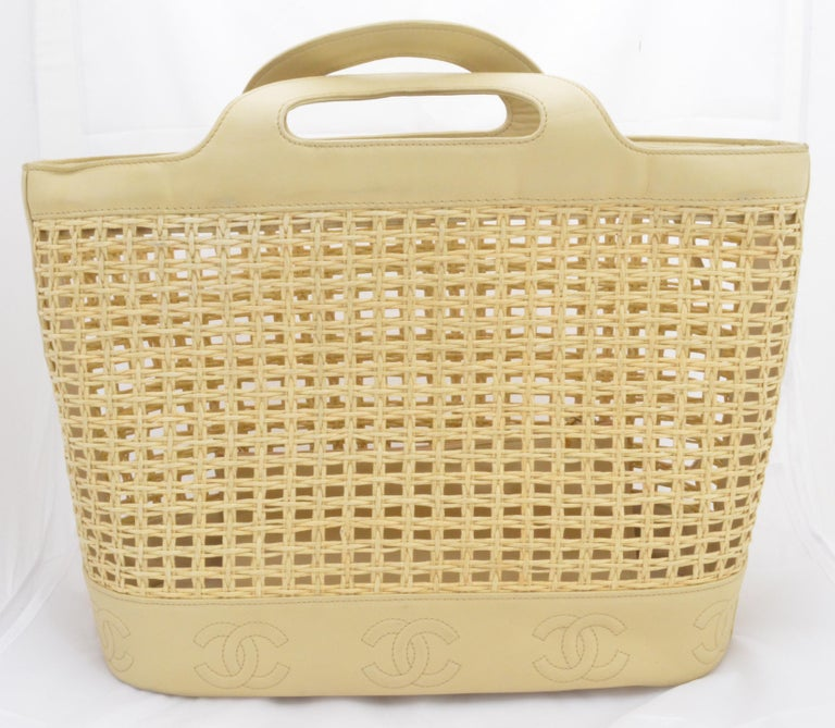 Chanel 1996-97 Vintage Beige Leather Woven Tote Bag In Good Condition In Carmel by the Sea, CA
