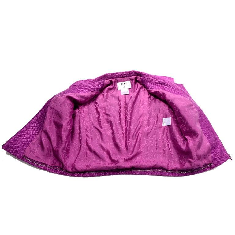 Chanel 2001 Magenta Purple Metallic Cropped Jacket w Asymmetrical Zipper For Sale 2