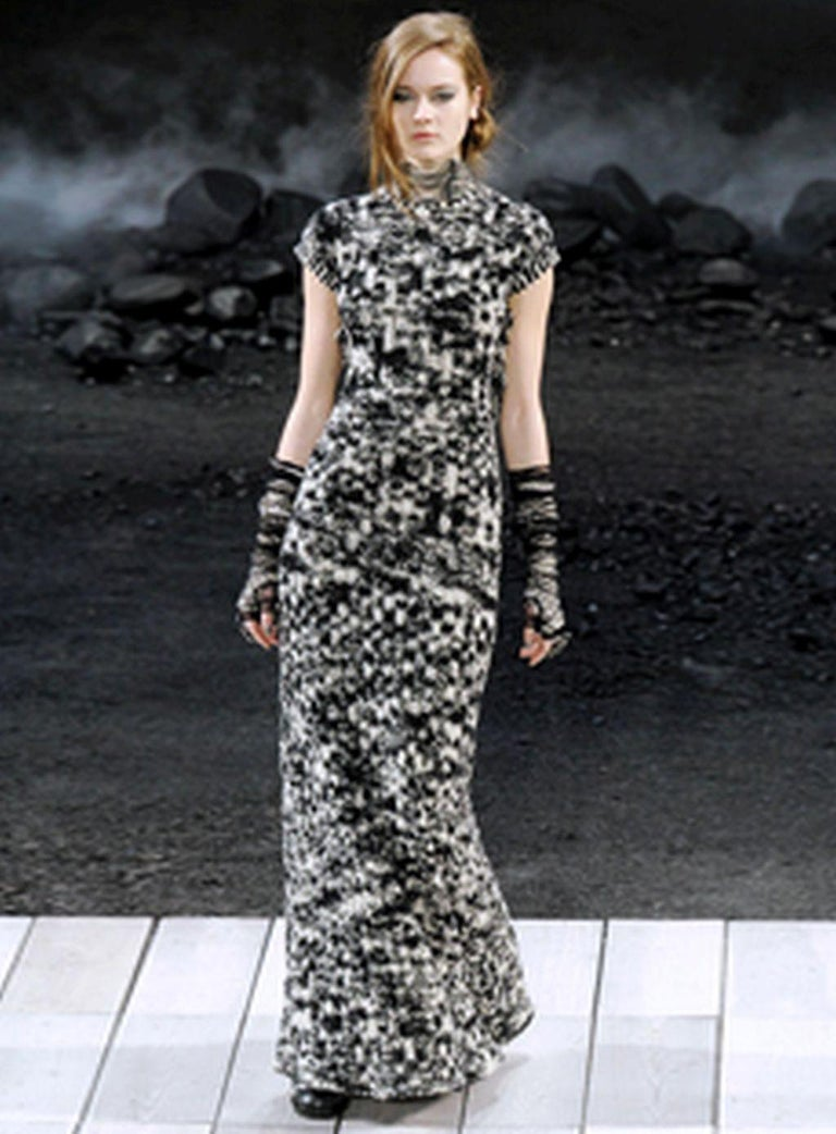 Chanel 2011 Fall/Winter Collection Black & White Boucle Knit Maxi Gown For Sale 6