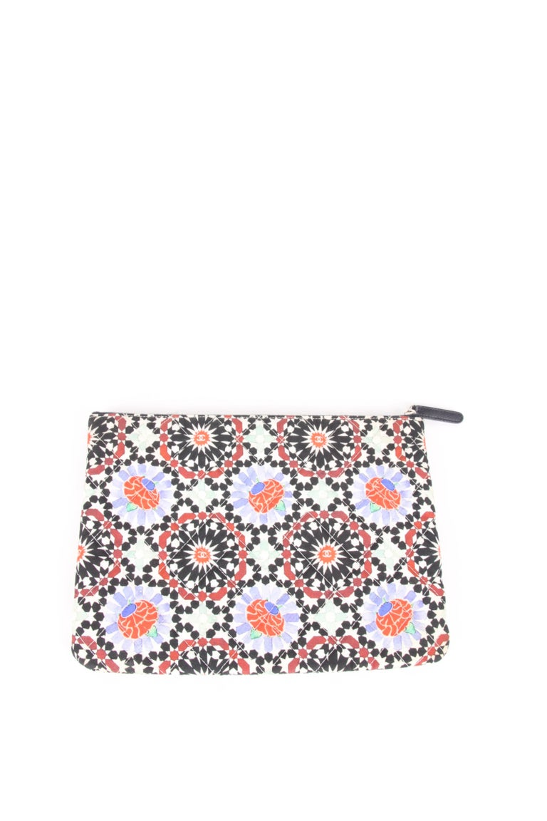 Chanel 2014 Dubai Quilted Multicolor Flower Limited Edition Clutch Bag In Excellent Condition For Sale In Baarn, NL
