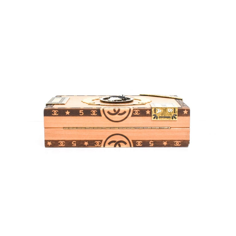 CHANEL 2017 HAVANA by NIGHT CIGAR BOX BAG. In Excellent Condition For Sale In Houston, TX
