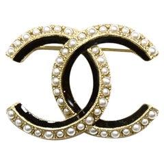 Chanel 2019 Black Gold Faux Pearl Enamel CC Brooch w. Box