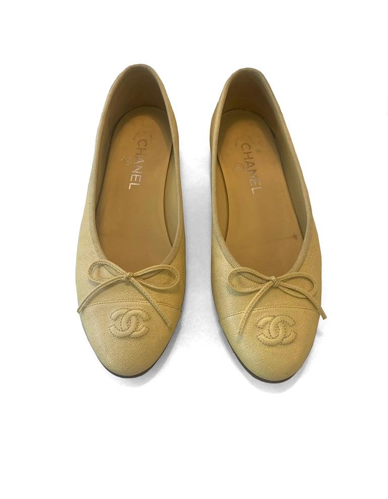 Women's Chanel 2019 Iridescent Yellow Caviar Leather CC Ballet Flats sz 39 For Sale