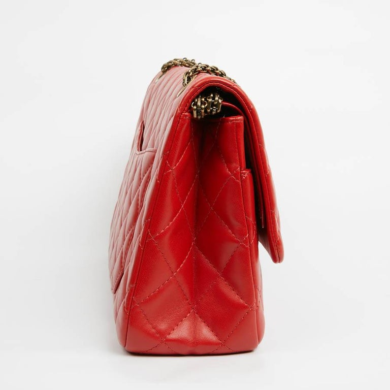 The mythical 2.55 double flap bag from Maison Chanel is made of smooth quilted red lamb leather. The interior is lined in red leather. The jewelery is coppery aged. In very good condition, having hardly ever been used. Italian manufacture, this 2.55