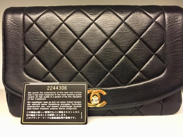 Chanel 25cm Diana Shoulder Bag  In Excellent Condition For Sale In Sheung Wan, HK