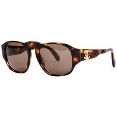 Chanel '90s Vintage Tortoise Sunglasses w. CC