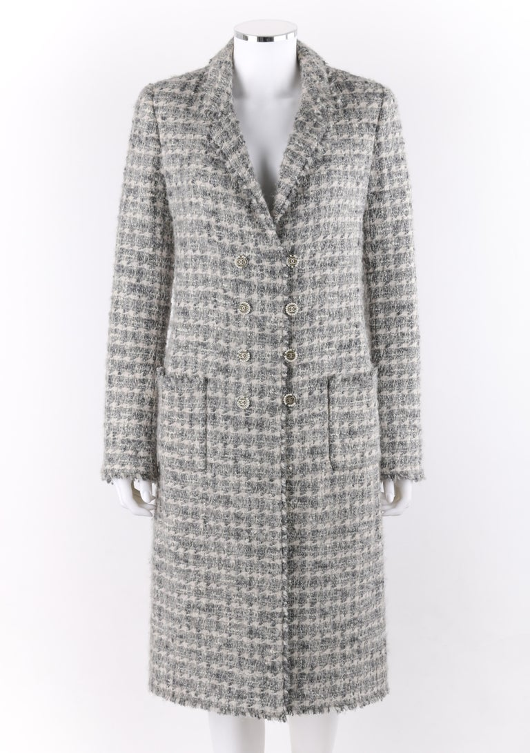 CHANEL A/W 2005 Grey Silver Metallic Classic Fantasy Tweed Boucle Box Coat Pearl In Good Condition In Thiensville, WI