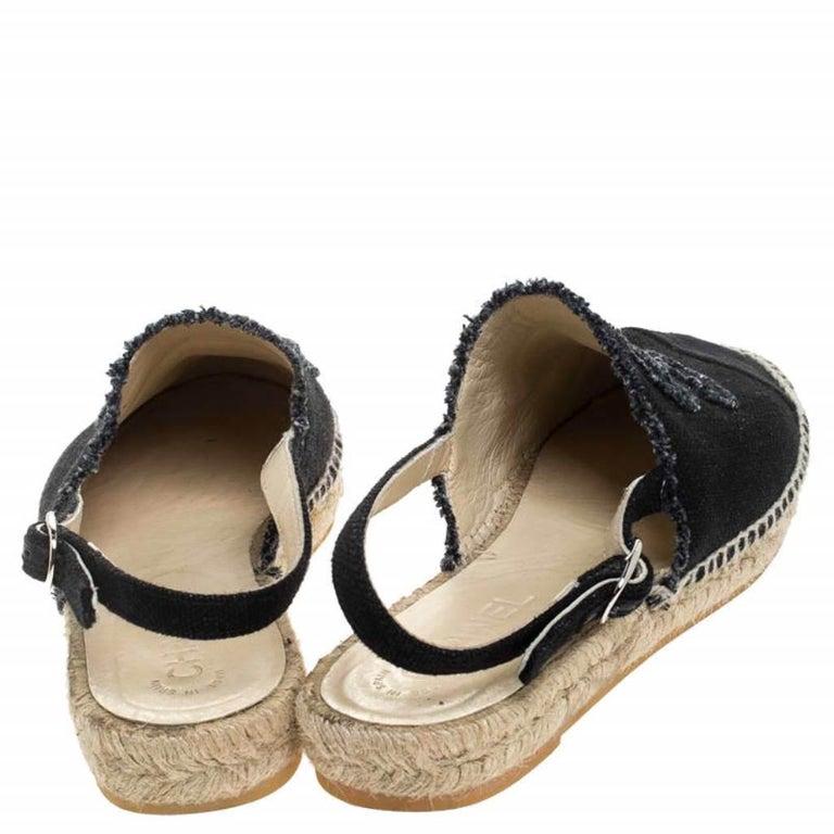 Chanel Back Canvas CC Espadrille Slingback Flat Sandals Size 39 In Good Condition For Sale In Dubai, Al Qouz 2