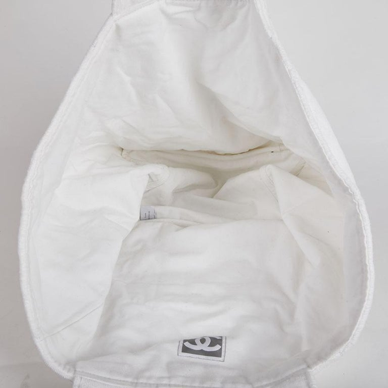 8e43579405b6 CHANEL Beach Bag in White Sponge Fabric For Sale at 1stdibs