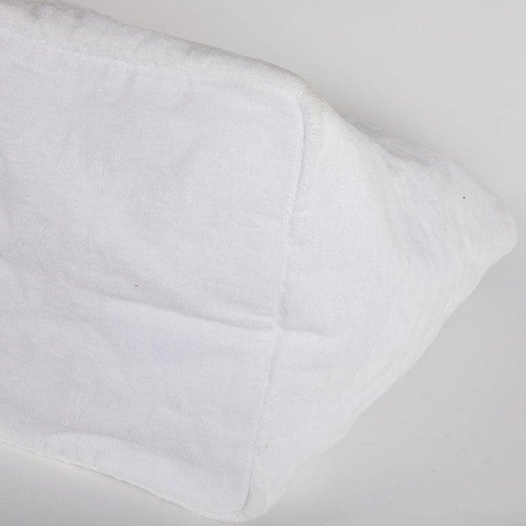 8e43579405b6 CHANEL Beach Bag in White Sponge Fabric For Sale at 1stdibs